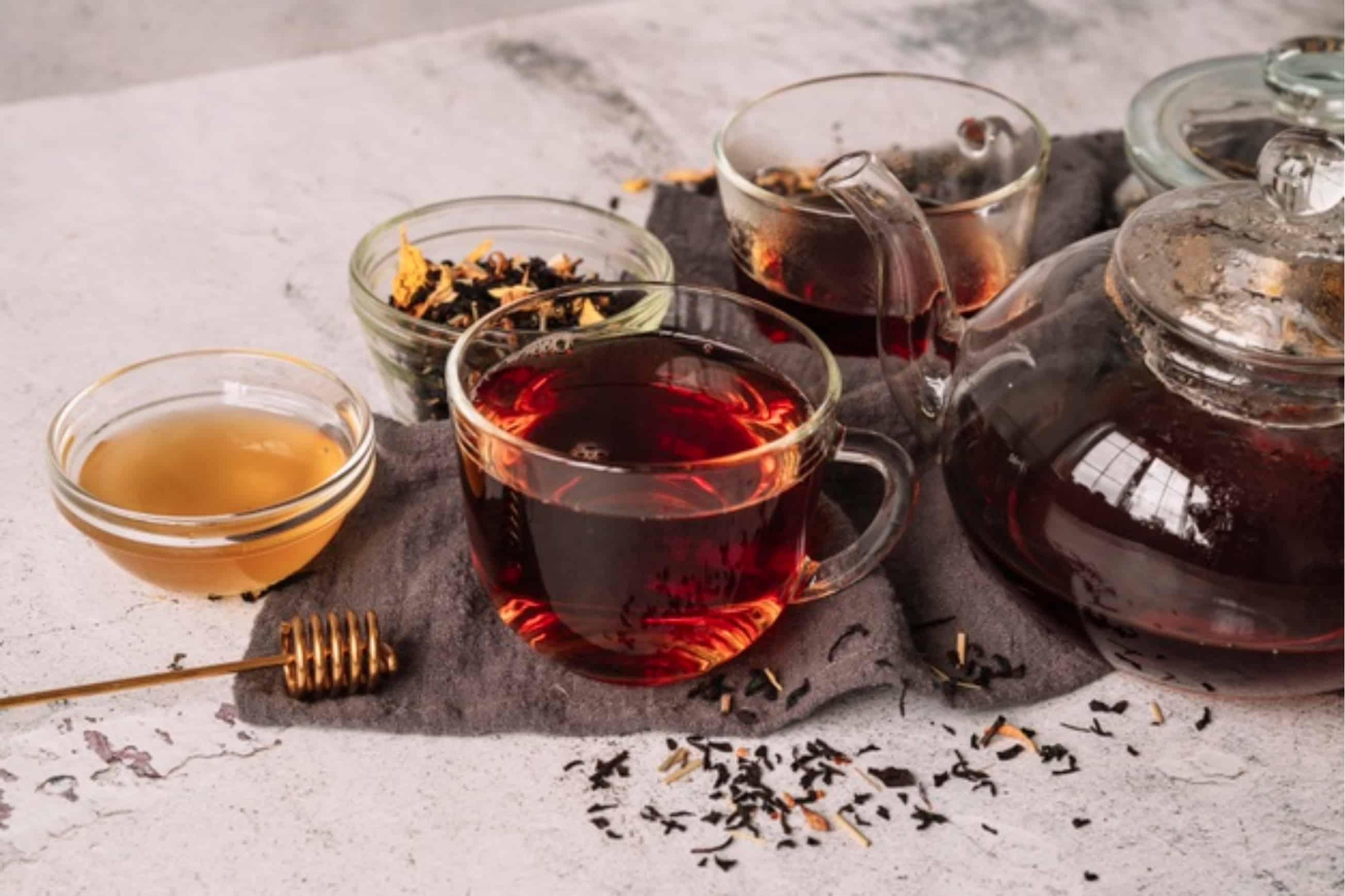 Ceaiurile de plante sunt partenerul ideal pe tot parcursul anului.
