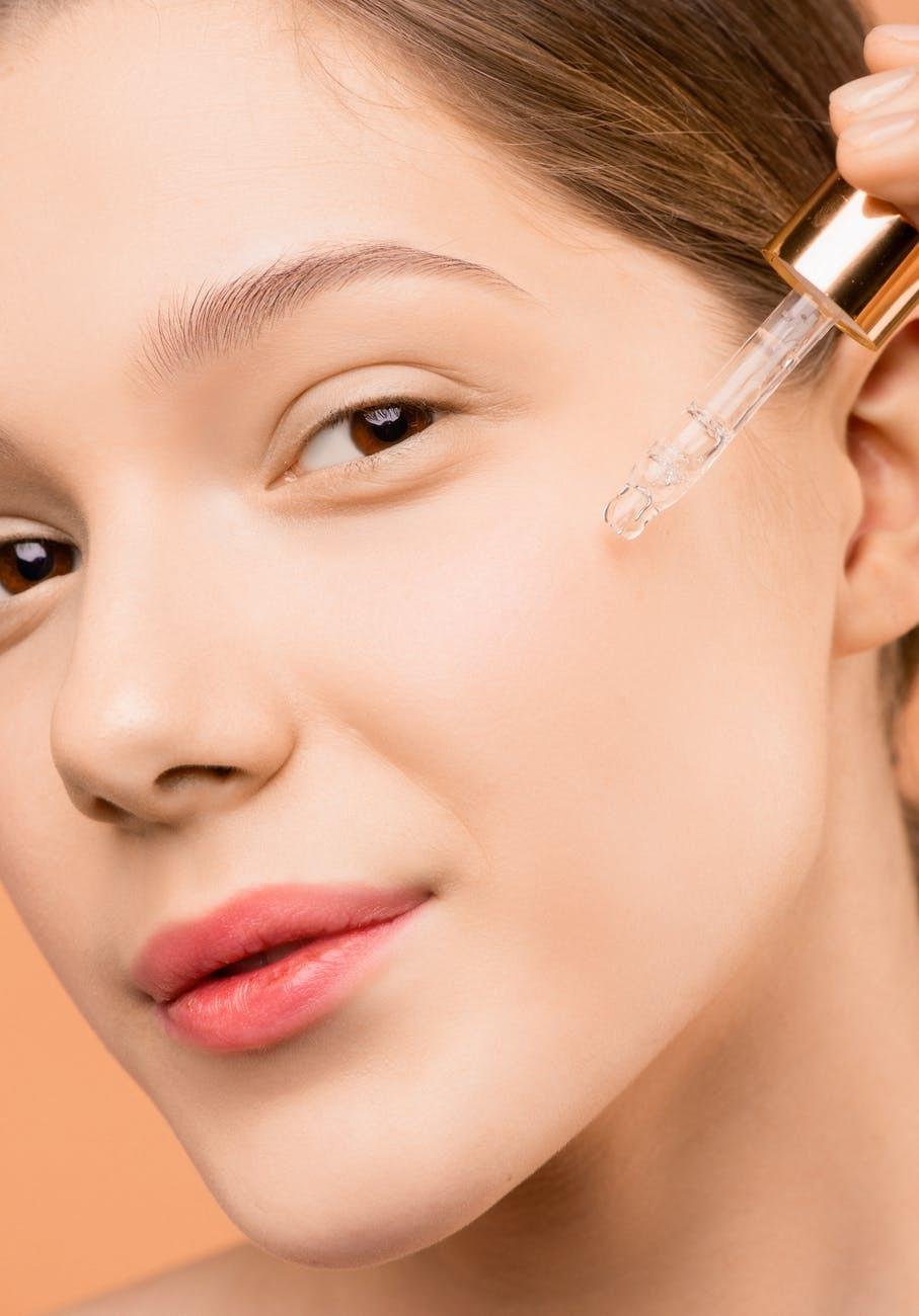 Importanța unei rutine de îngrijire a tenului – 3 reguli de aur pentru o piele fără imperfecțiuni